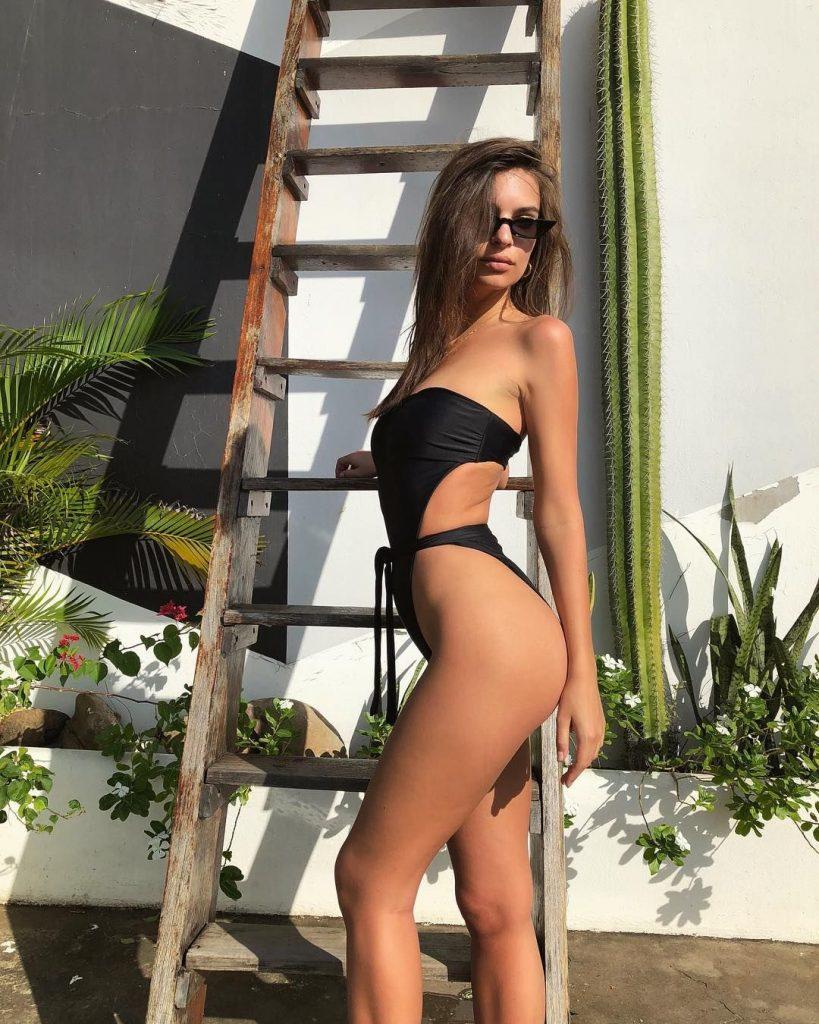 Emily Ratajkowski Sexy (5 Pics)