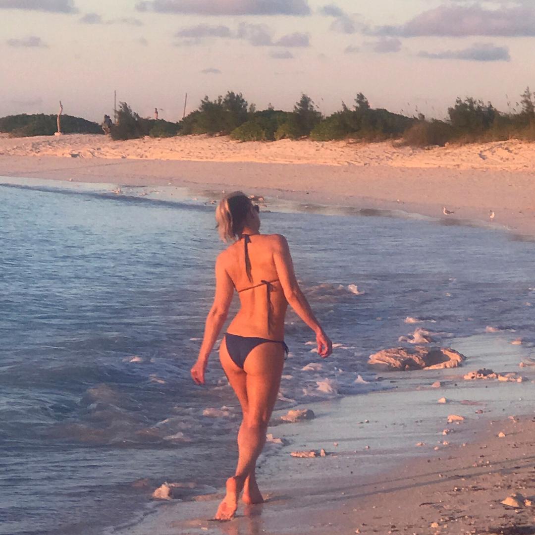 Fergie Sexy in Bikini (Photo + Gif)