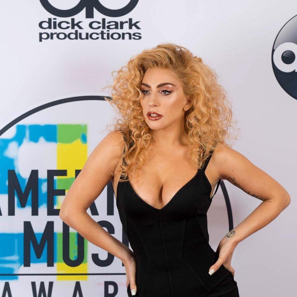 Lady Gaga Sexy (3 Photos + Gif)