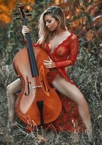 Emma Kotos