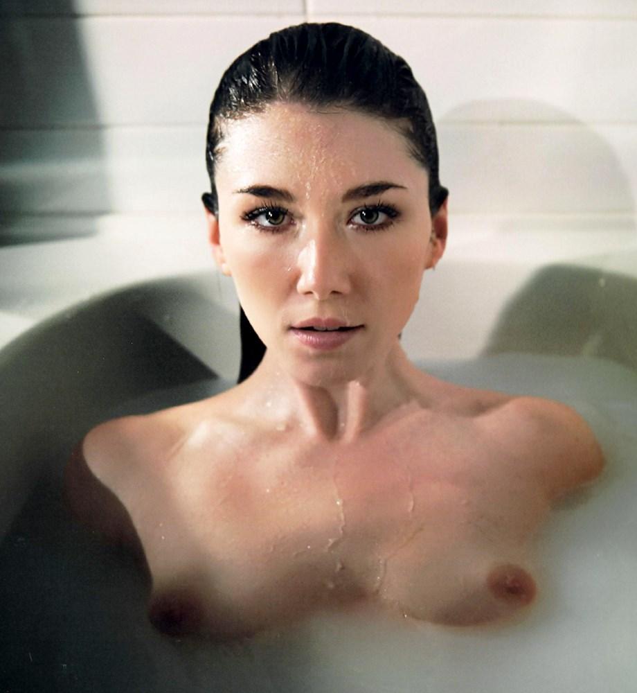 Jewel Staite nude